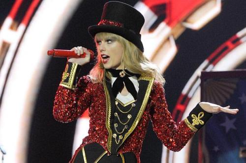 Taylor_Red_Cirucs_Red_Tour