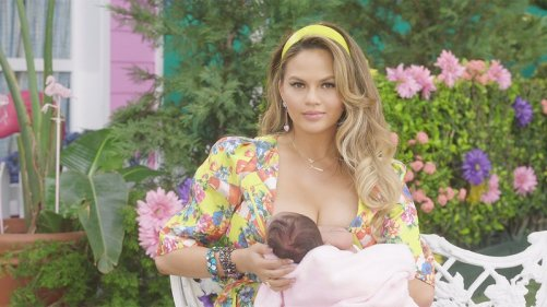143-147222-147020-1280_chrissy_teigen_fergie_milf_money_music_video-1468021210.jpg