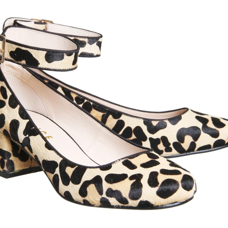 36€. De leopardo y con pulsera al tobillo.