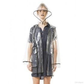chubasquero-de-mujer-kling-transparente-con-ribete-negro-moda-ingles-killedbytrend blade runner